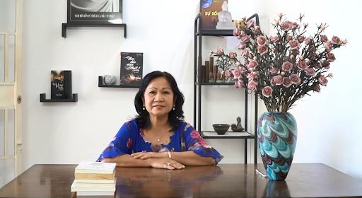 Cô Xuân chia sẻ bệnh đau dạ dày của mình với PyLoRa