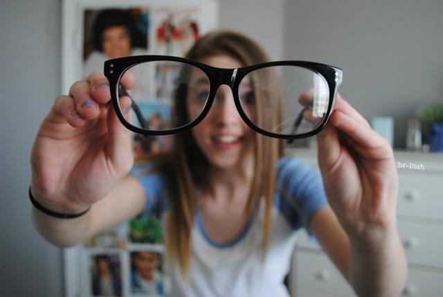 Loạn thị đeo kính gì phù thuộc vào tình trạng mắt